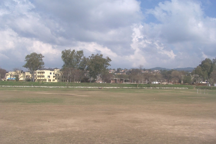 https://cache.careers360.mobi/media/colleges/social-media/media-gallery/472/2018/10/8/Play Ground View of University of Jammu_Campus-View.jpg
